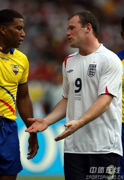 图文:英格兰1-0厄瓜多尔 鲁尼向对手抱怨