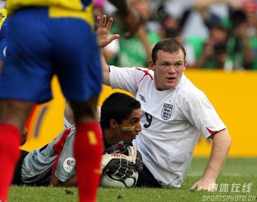 图文:英格兰1-0厄瓜多尔 鲁尼失去破门良机