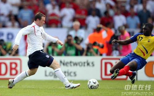 图文:英格兰1-0厄瓜多尔 鲁尼带球狂奔