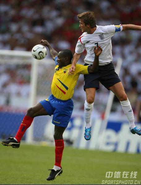 图文:英格兰1-0厄瓜多尔 小贝力压对手冲顶