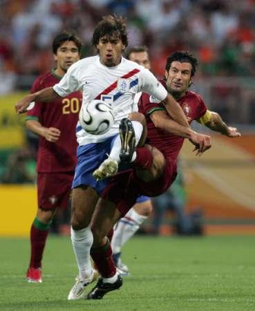 组图:葡萄牙VS荷兰 范布隆克霍斯特控球