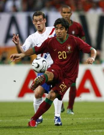图文:葡萄牙VS荷兰 德科的精彩控球