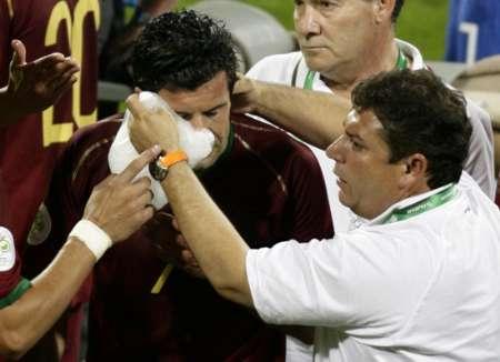 组图:葡萄牙1-0荷兰 菲戈受伤被换下