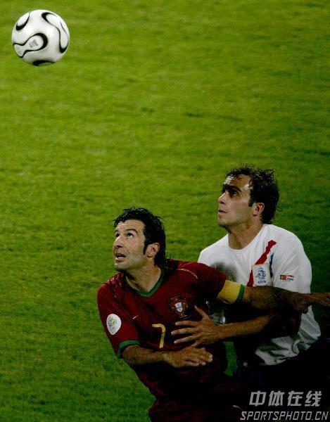 图文:葡萄牙1-0荷兰 葡萄牙队7号菲戈争顶