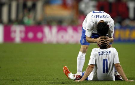 图文:葡萄牙1-0荷兰 球员互相安慰