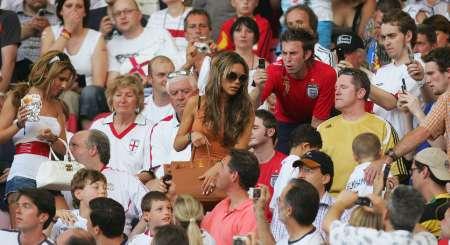 组图:英格兰1-0厄瓜多尔 小贝妻儿现场助威