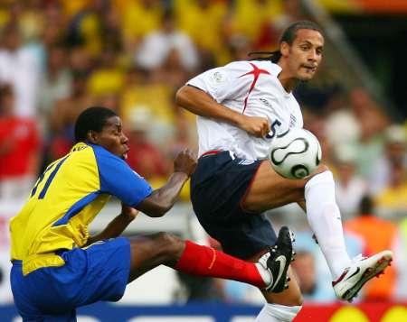 图文:英格兰1-0厄瓜多尔 费迪南德积极防守