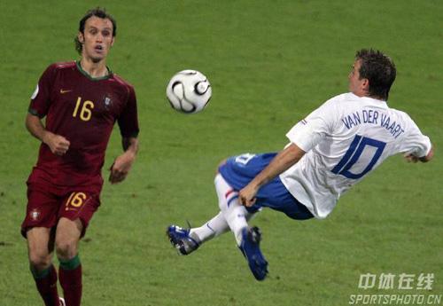 图文:葡萄牙1-0荷兰 范德法特飞身停球