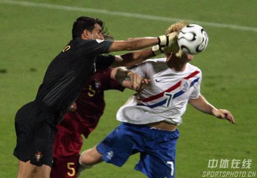 图文:葡萄牙1-0荷兰 葡萄牙队门将扑救