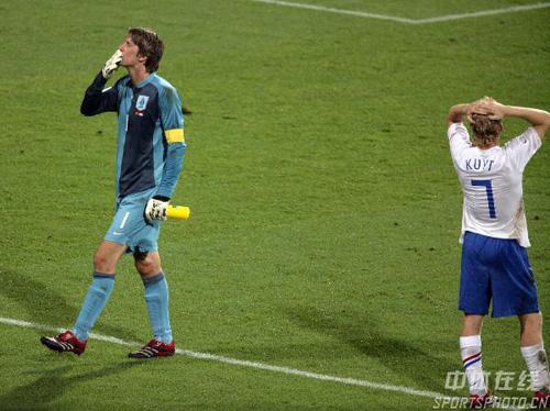 图文:葡萄牙1-0荷兰 范巴斯滕和橙色告别世界杯