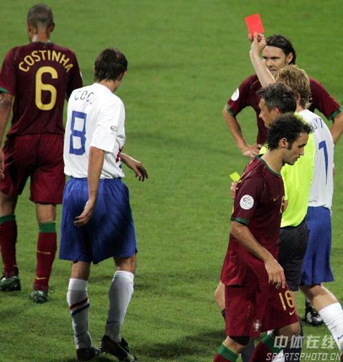 图文:葡萄牙1-0荷兰 科斯蒂尼亚被罚下