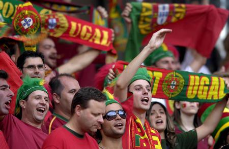 图文:葡萄牙1-0荷兰 兴高采烈的葡萄牙球迷