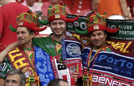 图文:葡萄牙1-0荷兰 葡萄牙队球迷的狂欢