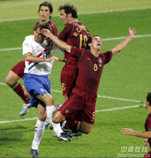 图文:葡萄牙1-0荷兰 科库背后踢到佩蒂