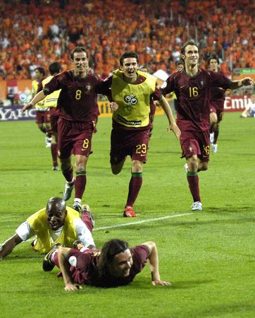 图文:葡萄牙1-0荷兰 球员在赛后庆贺胜利