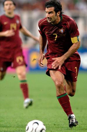 图文:葡萄牙1-0荷兰 菲戈在比赛中发动进攻