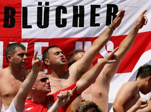 图文:英格兰1-0厄瓜多尔 双方球迷激情观战