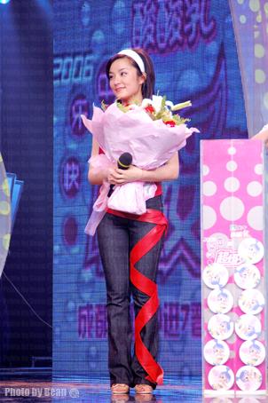 超女娃娃化身PK娃娃 亮相超女成都唱区(组图)