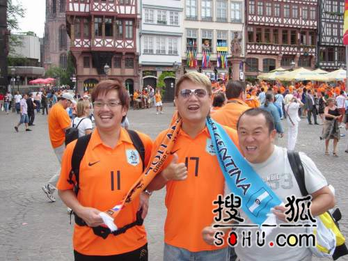 谭咏麟曾志伟陈百祥赴德国 盼与退休球员比赛