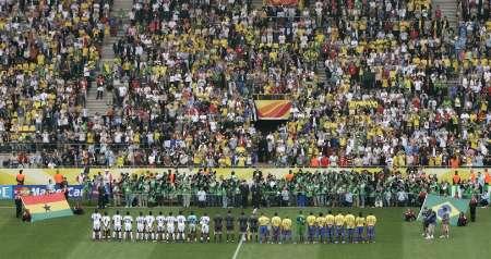 图文:巴西VS加纳 赛前奏国歌仪式