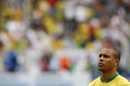 图文:巴西VS加纳 罗纳尔多神情严肃