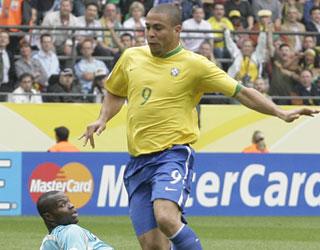 罗纳尔多招牌式进球打破僵局