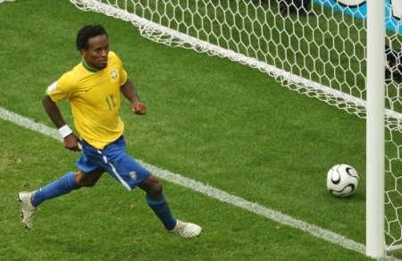 图文:巴西VS加纳 泽-罗伯托进球瞬间