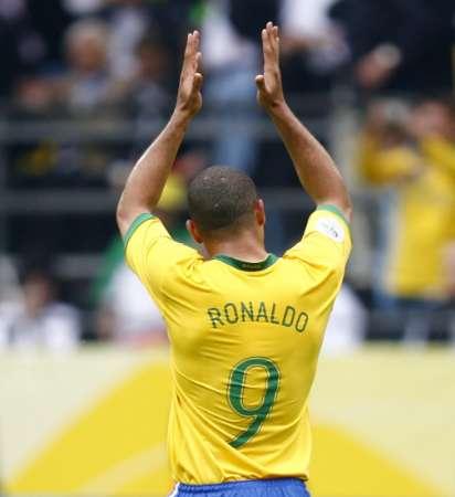 组图:巴西3-0加纳 罗纳尔多感谢球迷