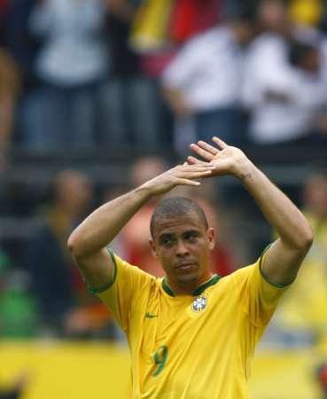 组图:巴西VS加纳 罗纳尔多感谢球迷