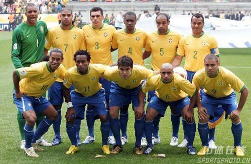 02巴西阵容_02年巴西队阵容首发 2013亚足联最佳外援 - 热裤美女