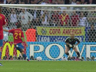 幻灯:西班牙VS法国 比利亚主罚点球轻松命中
