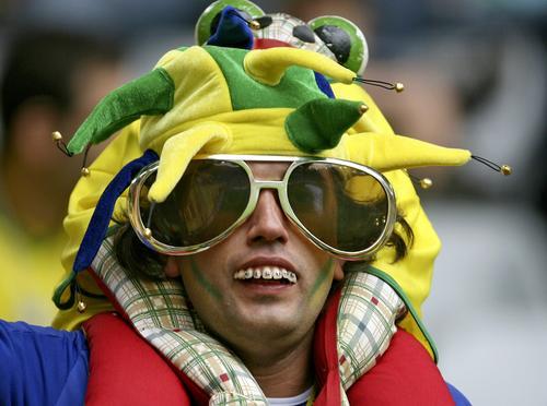 图文:巴西3-0加纳 全副武装的巴西狂热球迷