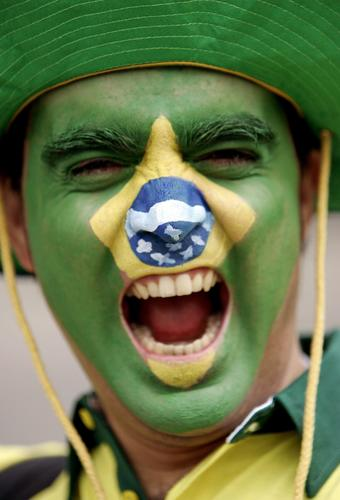 组图:巴西3-0加纳 超级球迷脸谱组合