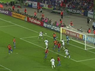 幻灯:西班牙VS法国 维埃拉抢后点头球攻门建功