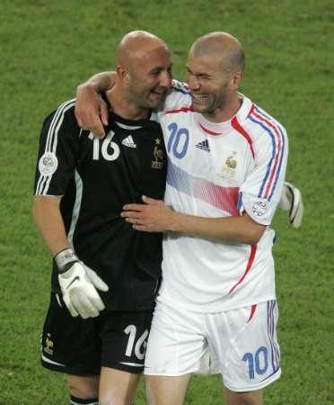 组图:西班牙1-3法国 齐达内与巴特斯庆祝