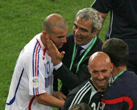 图文:西班牙1-3法国 齐达内与多梅内克