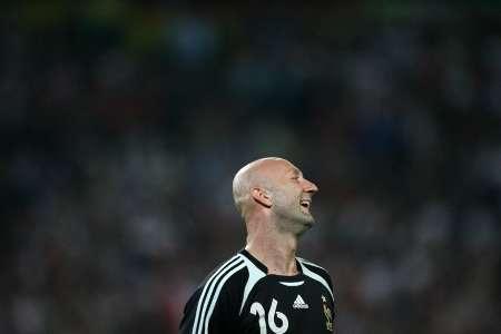 图文:西班牙1-3法国 巴特斯仰天长笑