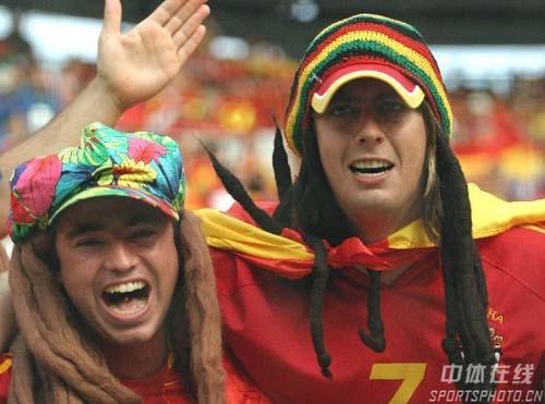 组图:西班牙1-3法国 西班牙球迷士气高涨