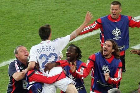 图文:西班牙1-3法国 法国军团庆祝扳平