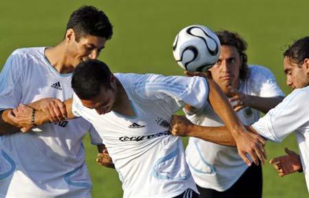 组图:世界杯1/4决赛前瞻 阿根廷队轻松备战