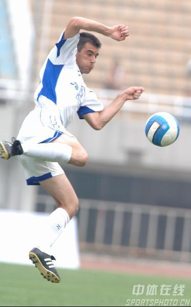 图文:西安国际3比0完胜厦门蓝狮 队员积极防守
