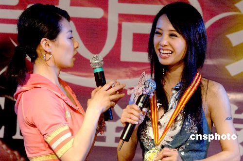 刘璇为蔡依林伴舞 歌坛两美女有望为奥运献声