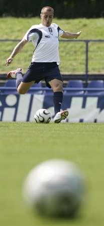 图文:意大利队备战1/4决赛 卡纳瓦罗在训练