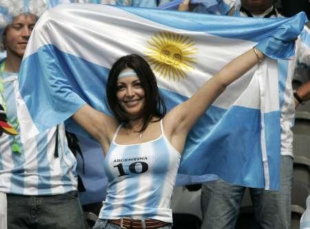 组图:德国VS阿根廷 阿根廷性感球迷