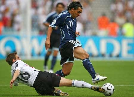 图文:德国VS阿根廷 拉姆的飞身铲断
