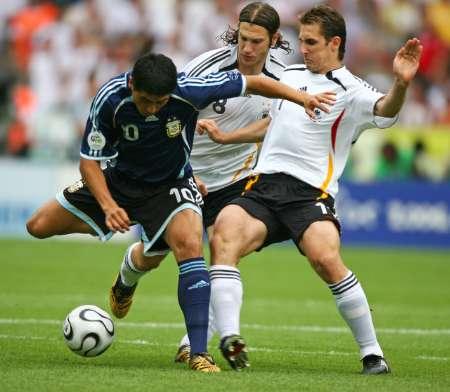 图文:德国VS阿根廷 里克尔梅的精彩控球
