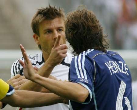 组图:德国VS阿根廷 场上发生小冲突