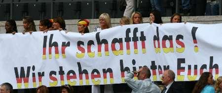 图文:德国VS阿根廷 德国队员亲友助威团