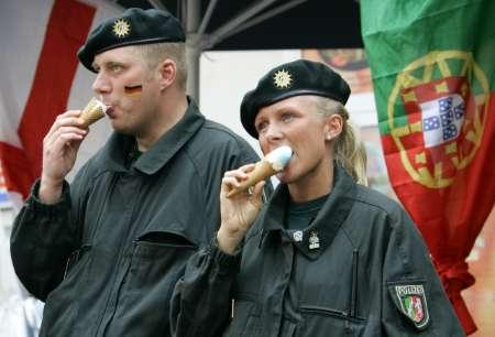 """图文:德国VS阿根廷 德国警方""""降温"""""""