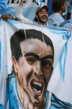 图文:德国VS阿根廷 阿根廷队球迷为本队助威